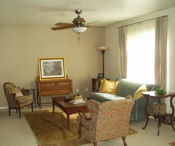 kleines wohnzimmer streichen - helle farbe