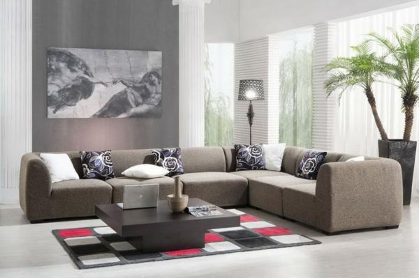 große graue couch im schönen wohnzimmer