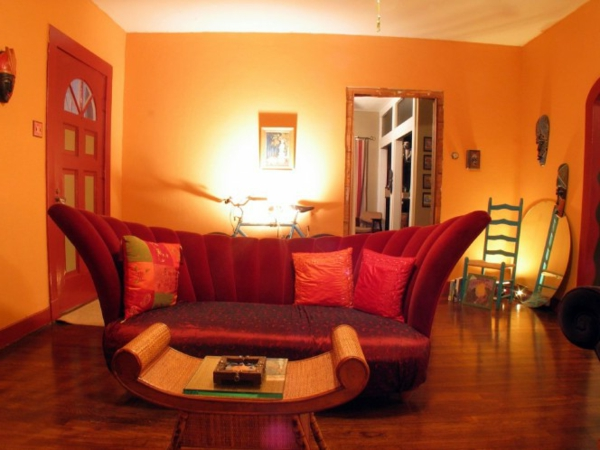 oranges wohnzimmer - moderne wandfarbe und extravagantes sofa design