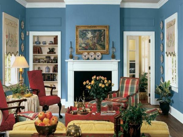 wohnzimmer schön gestalten - blaue wandfarbe und bunte möbel