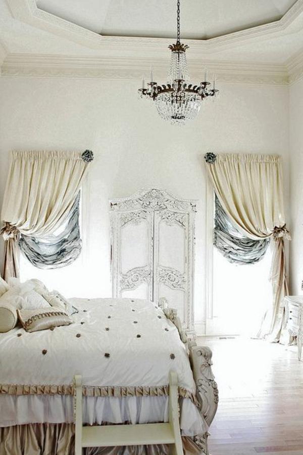 Elegante Vorhänge im weißen Farbton für ein luxus Schlafzimmer