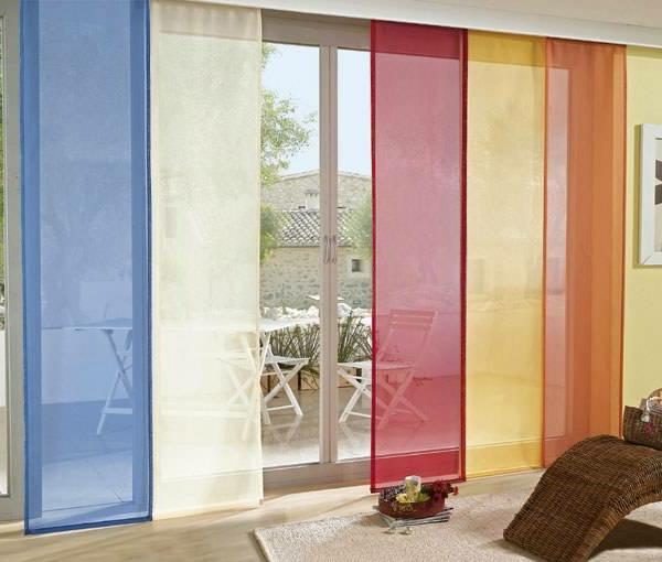 Schiebegardinen-in-bunten-farben-durchsichtig- in vielen teilen