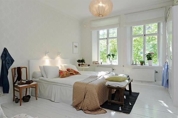 Schlafzimmer-gestalten-im-skandinavischen-Stil-Bank-aus-Holy-für-die-Bettwäsche