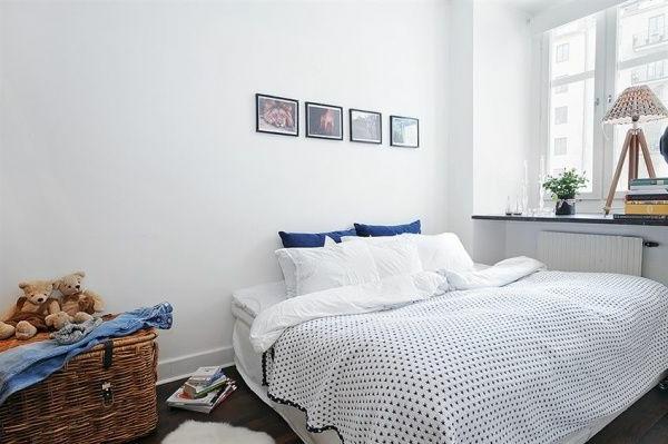 Schlafzimmer-gestalten-im-skandinavischen-Stil-weiße-Wände-Rattan-Korb