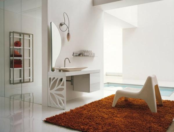 badezimmer-teppich und schöne möbelstücke