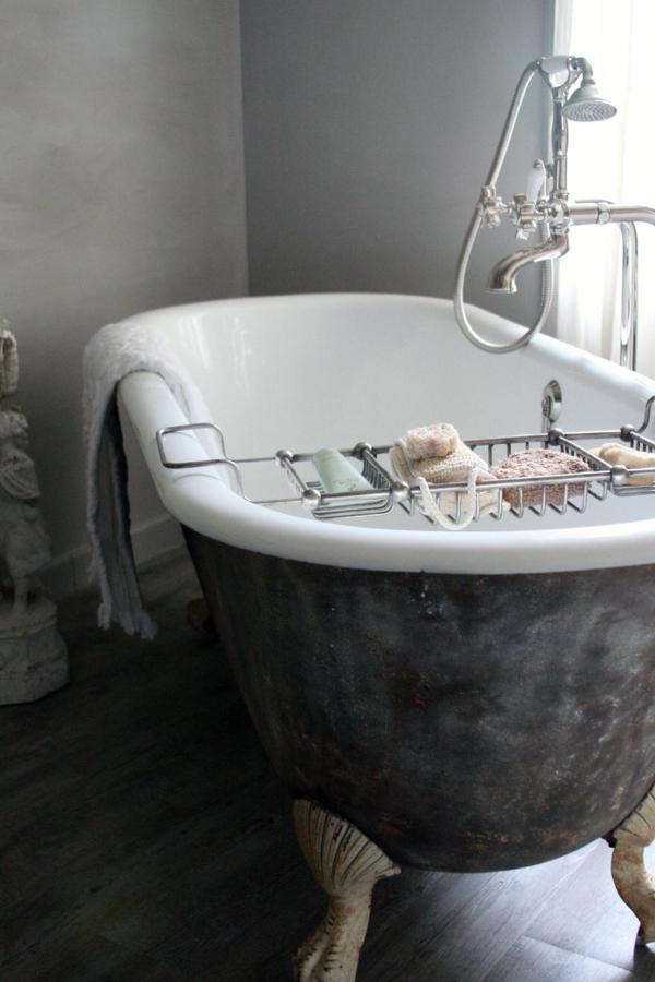 badewanne-badewanne-grau-und-weiß freistehend