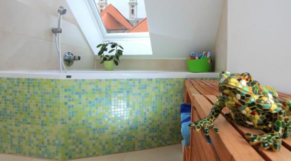 badewanne-türkis-und-grüne-fliesenfarben- modern
