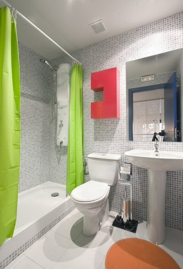 badezimmer-gestaltung-grüne-vorhänge- akzent an der wand - in rot