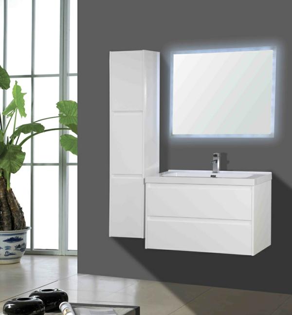 badezimmer-mit-graunen-wänden-und-einem-weißen-badschrank-und-spiegel-graue wand