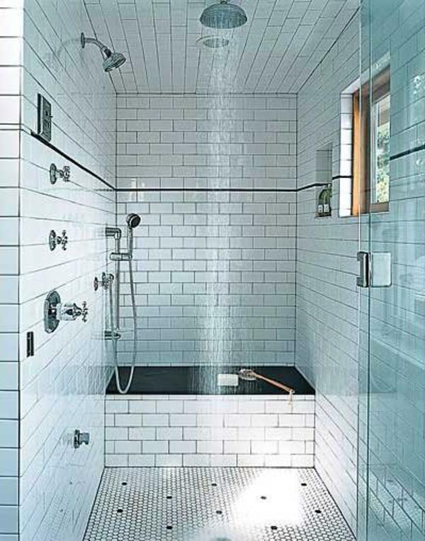 badezimmer-mit-weißen-fliesen- duschkabine - moderne bad fliesen ideen