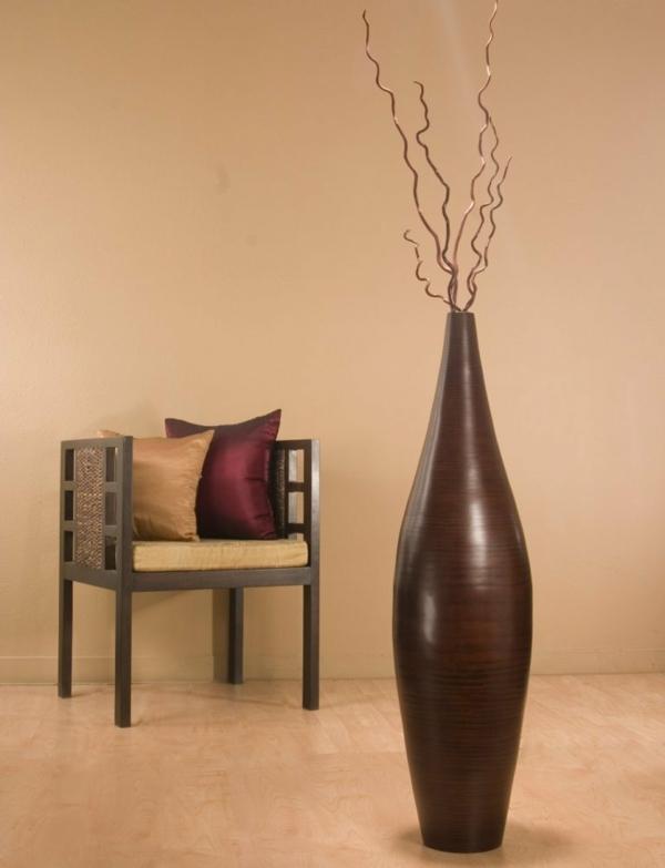 elegante form für eine braune bodenvase