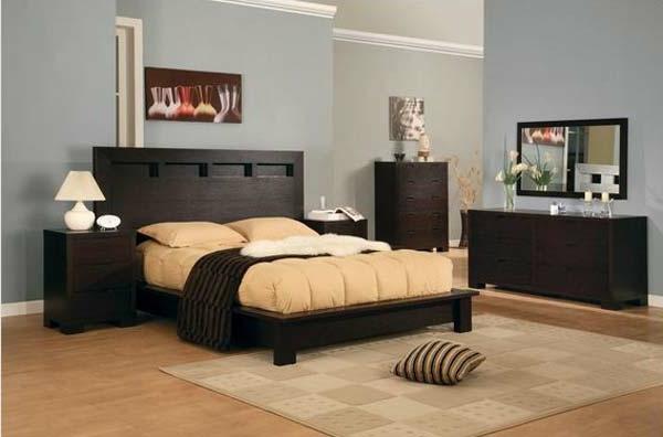 bett-mit-kopfbrett-im-schlafzimmer- bettwäsche in beige