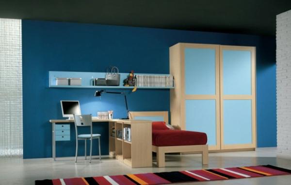 blaue-farbe-fürs-jugendzimmer- rote bettwäsche