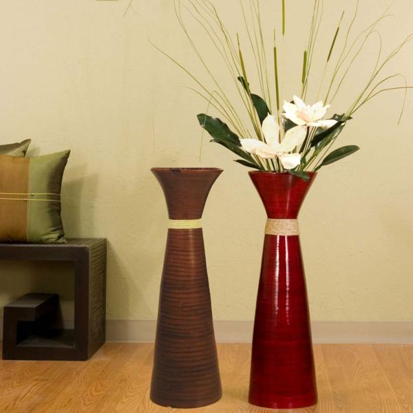 bodenvasen-designs-zwei-modelle- weiße blumen als dekoration