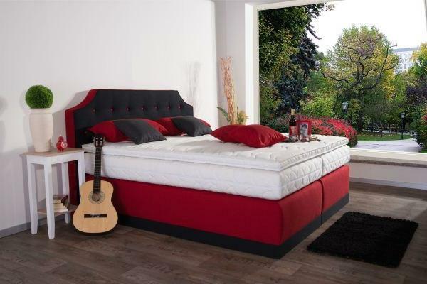 Wandgestaltung wohnzimmer gr n braun for Komplett schlafzimmer italienisch