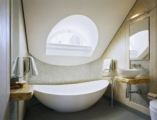 dachwohnung-weißes-badezimmer- originelles design