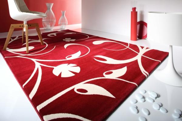 designer-teppich-rot-und-weiß- im kleinen weißen zimmer