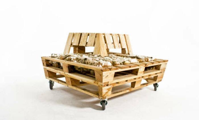diy-möbel-tisch-aus-paletten-selber-bauen