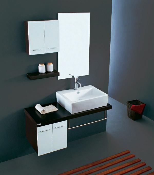 dunkle-wände-und-badschrank-mit-einem-spiegel- badezimmer gestaltung