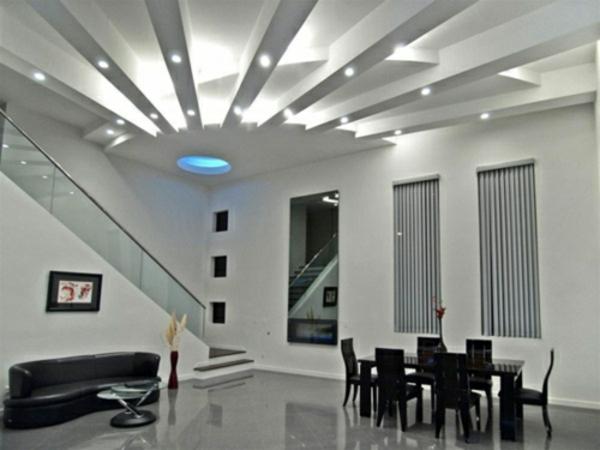 elegant-weiß-zimmerdecke-beleuchtung-eingebaut-indirekt-einrichtung