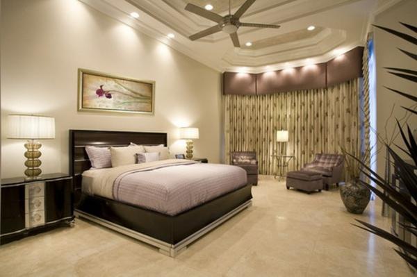 helle farbschemen und und schlichte beleuchnung im schlafzimmer