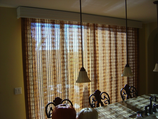 esszimmer-braune-durchsichtig- hängende lampen