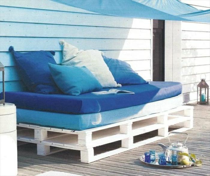 europaletten-möbel-blaues-sofa