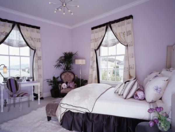 fabelhafte-lila-Schlafzimmer-Ideen-mit-kühlen-Wänden-und lila-Farben-2 große-Fenster-mit-klassischen-Vorhang-in-helle-Farbtöne