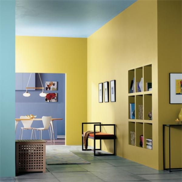 flur-in-gelb-und-blau- bunte gestaltung