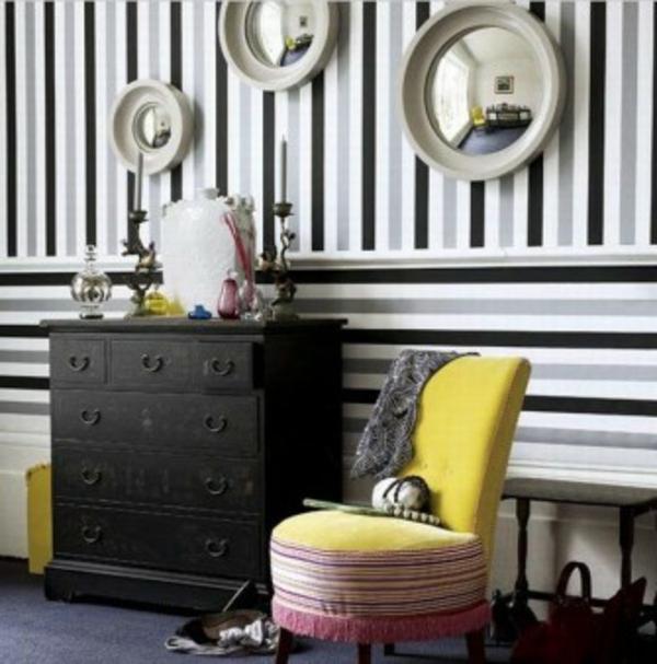 flur-in-weiß-schwarz-und-gelb-gestalten- gelber stuhl