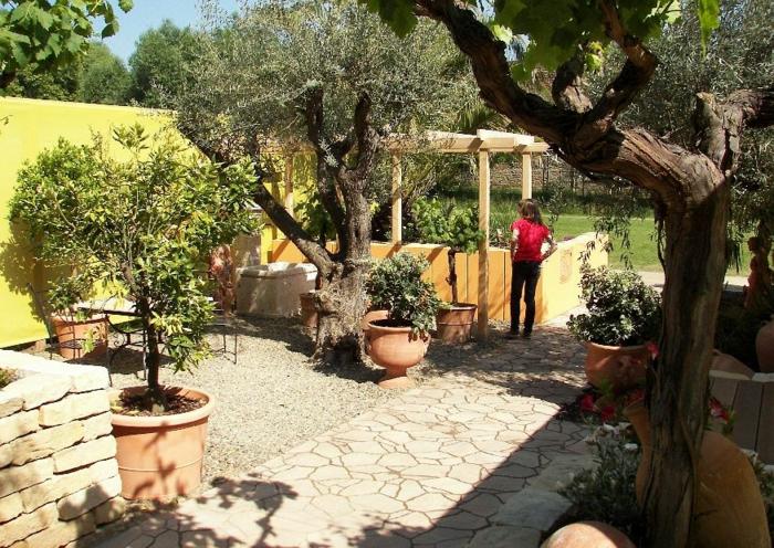 gartengestaltung-in-mediterran-stil-moderne-und-schöne-gärten-gestalten