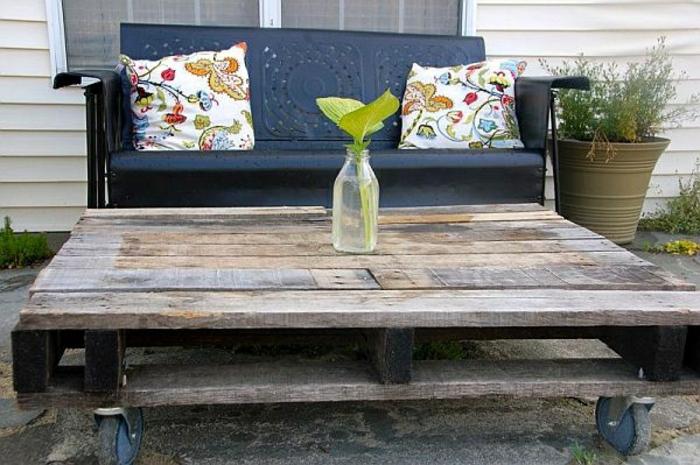 gartenmöbel-aus-paletten-sofa-kissen