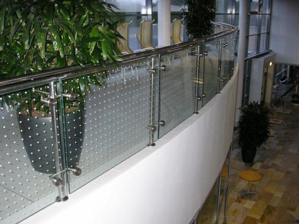 geländer-weißer-balkon-luxus modell