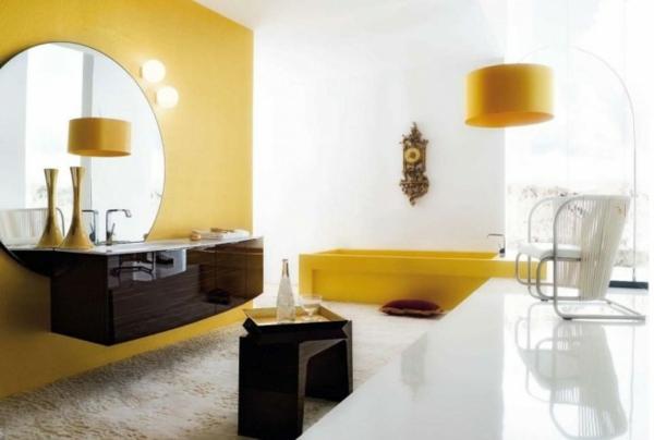 gelbe-und-weiße-farbe-im-bad- runder spiegel an der wand