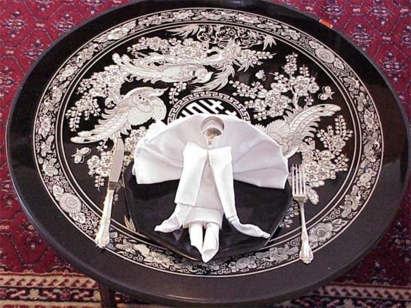 weiß und scgwarz - elegante tischdeko mit servietten