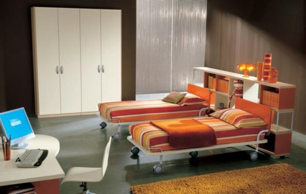 großes-jugendzimmer-orange-bettwäsche- weißer schrank