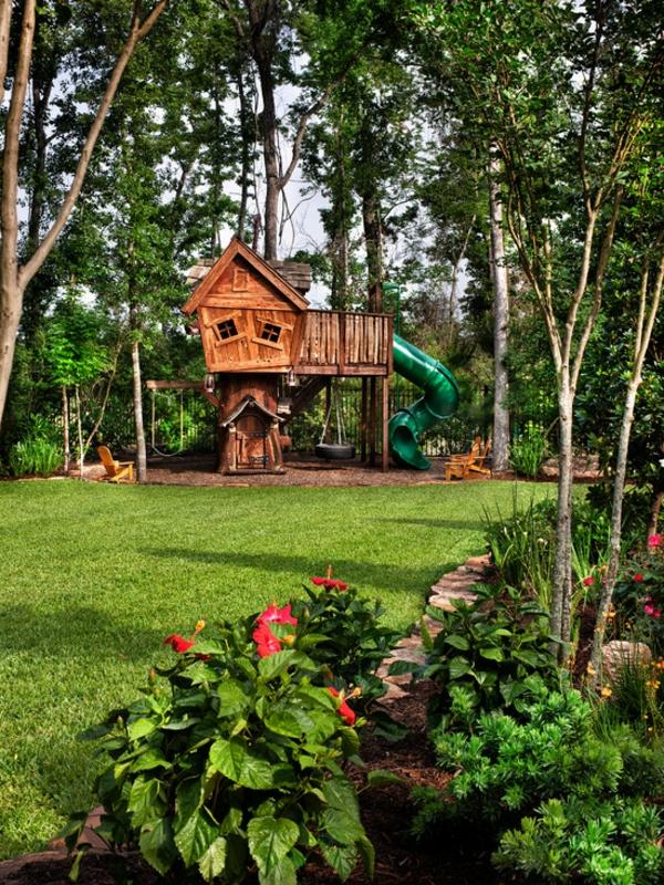 holz-baumhaus-bauen-für-kinder- mitten im wald