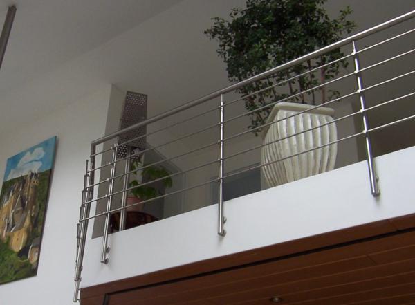 ideen f r absturzsicherung 21 unteschiedliche gel nder modelle. Black Bedroom Furniture Sets. Home Design Ideas