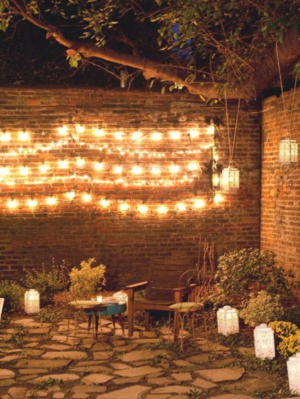 beleuchtung im hof als originelle partydeko idee