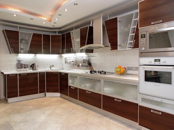 küche-in-braun-und-weiß-einrichten- modern