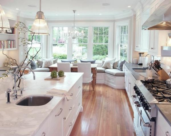 küche-in-weißer-farbe, große fenster