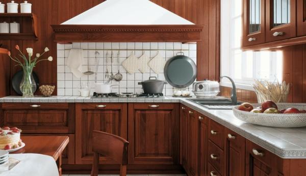 küche-mit-einem-klassischen-aussehen, esstisch