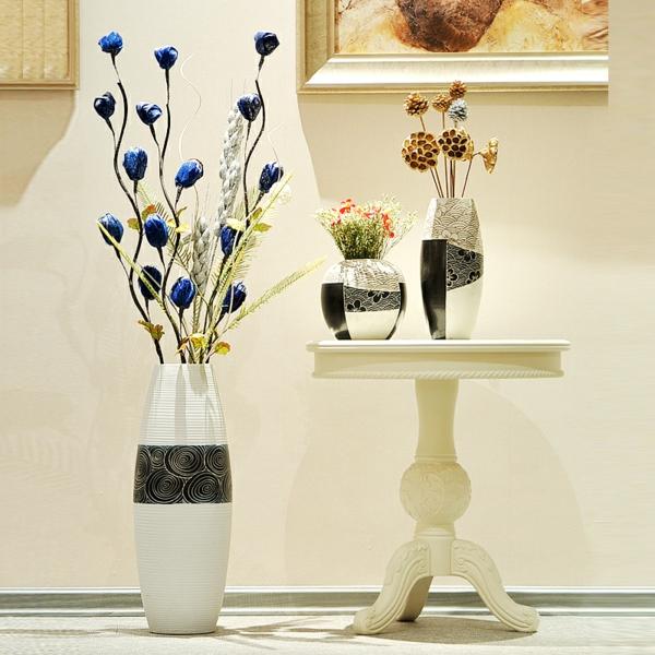 keramik-bodenvase-weiße-gestaltung-originelles-modell, zwei extra vasen