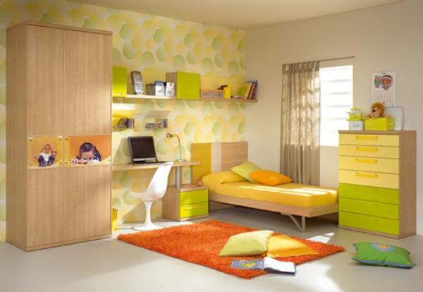 teppich in orange und bunte farben im kinderzimmer