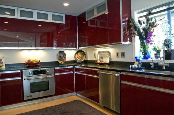 kleine-küche-schön-einrichten- rote farbe