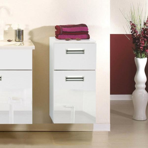 kleiner-badschrank-hochglanz- mit einem lila tuch darauf