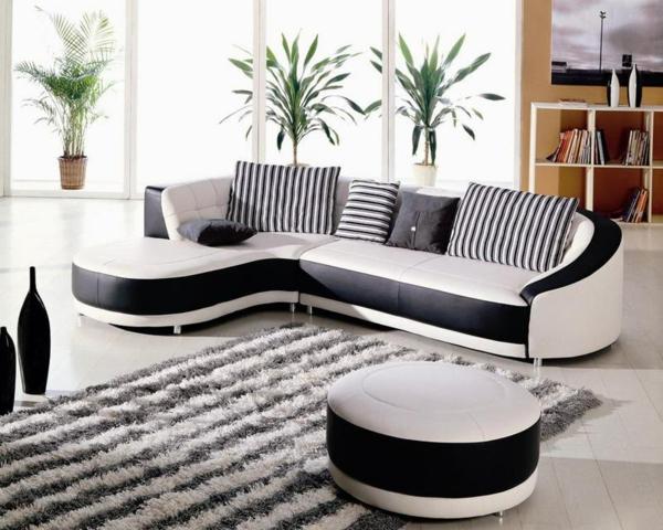 leder-sofa-in-grau-und-weiß