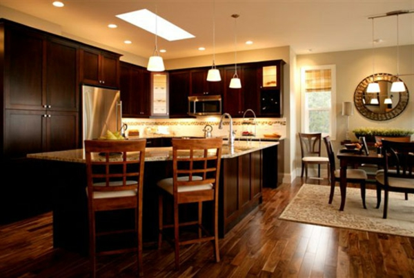 luxuriöse-küche-gestalten - barstühle und kochinsel