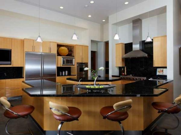 luxus-küche-kochinsel-mit-barhockern- moderne gestaltung