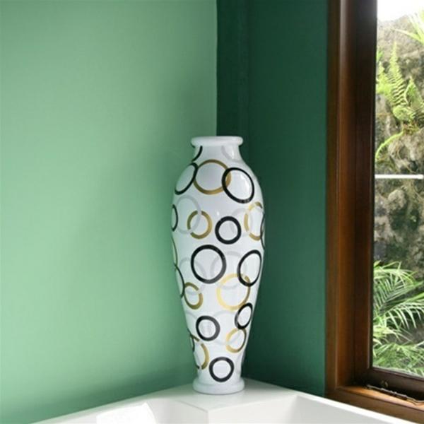 moderne-bodenvase-weiße-hauptfarbe- grüne wandfarbe